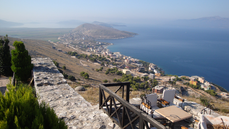 Blick auf Saranda vom Lekuresi Festung